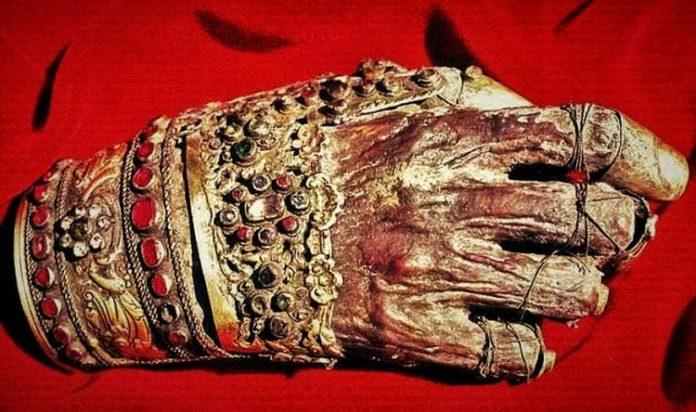 ΑΝΑΤΡΙΧΙΑΣΤΙΚΟ!!!!! Το άφθαρτο δεξιό χέρι του Αγίου Ιωάννου του ...